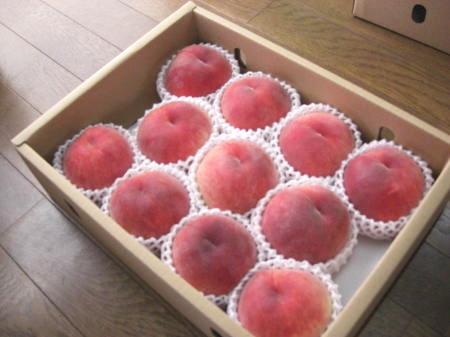 樋口桃園の箱詰め桃