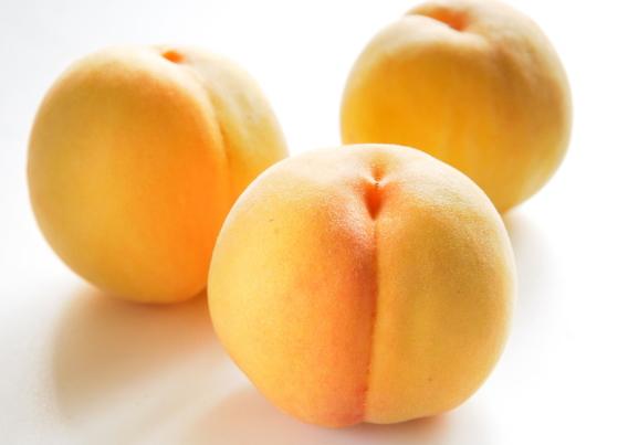 黄色い桃の写真